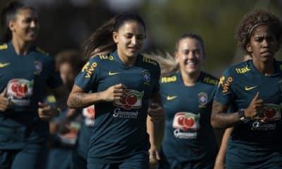 Debinha é uma das destaques da seleção brasileira