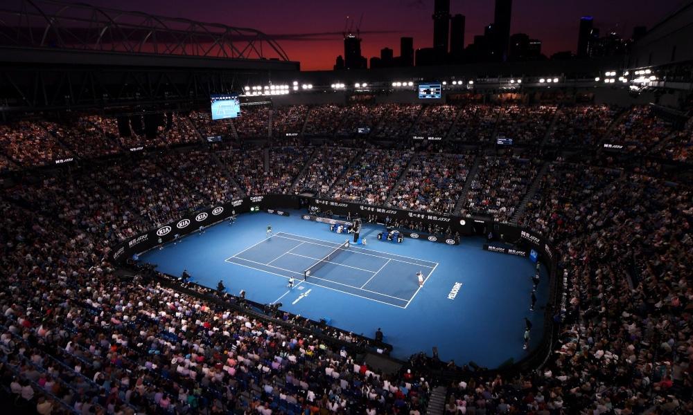 Estádio lotado para a final masculina de 2020 do Aberto da Austrália (Photo by Hannah Peters/Getty Images)
