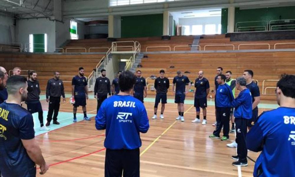 A seleção brasileira masculina treina em Portugal (CBHb/Divulgação)