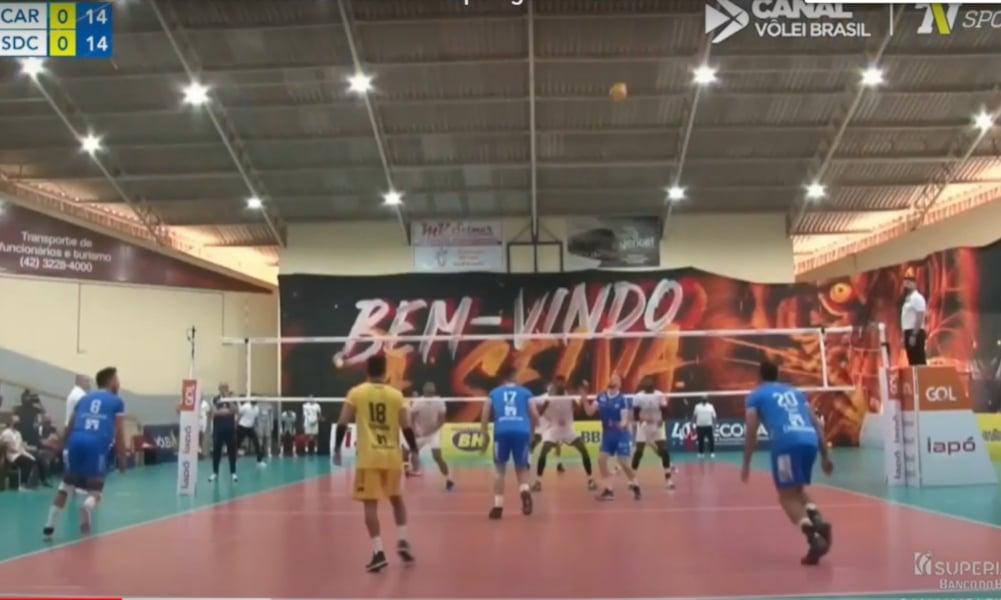 Caramuru Vôlei e Pacaembu Ribeirão fizeram um confronto direto pela Superliga masculina 2020/21. O jogo foi neste sábado (16), em Castro (PR), no ginásio da Castrolândia. O local foi palco de uma partida equilibrada e que terminou com a vitória de virada da equipe mandante diante do adversário do interior de São Paulo, por 3 sets a 2, parciais de 19/25, 25/22, 19/25, 25/23 e 15/10).