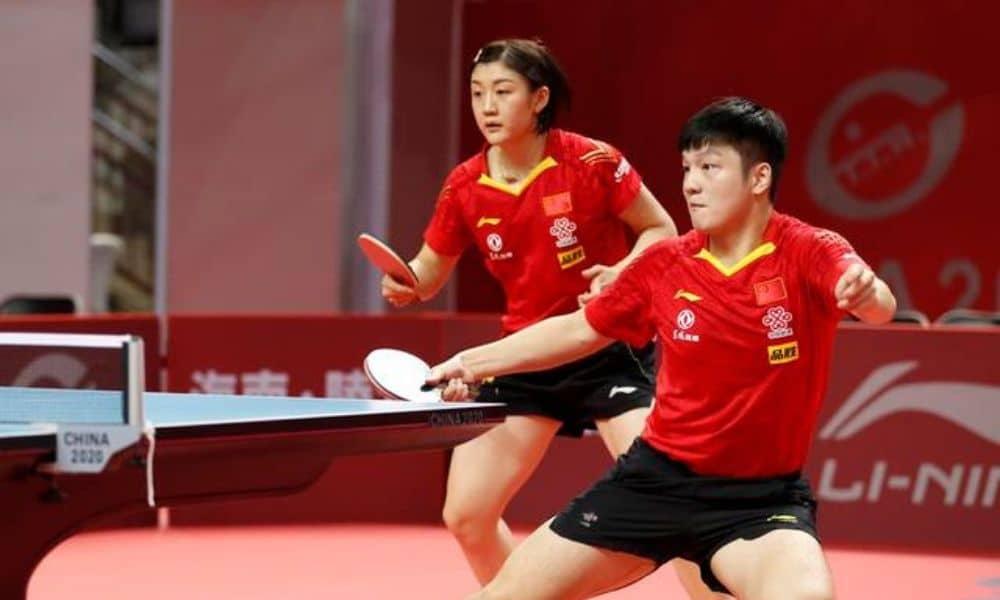 Líderes nos respectivos rankings mundiais de simples, Chen Meng e Fan Zhendong ficaram sem medalha na disputa das mistas no simulado