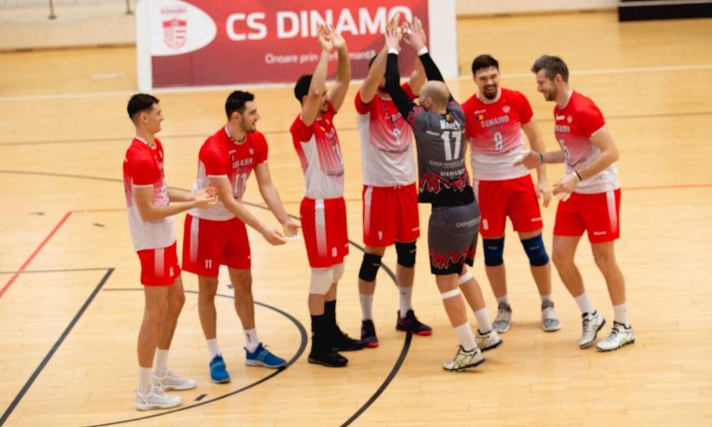 Dois brasileiros jogam no Dinamo Bucareste, da Romênia (Facebook/csdinamo)