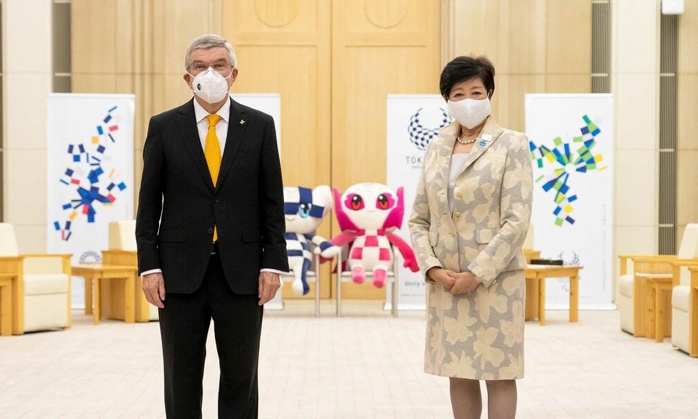 A pandemia do coronavírus volta a colocar em risco da realização dos Jogos Olímpicos e Paralímpicos de Tóquio. Yuriko Koike, governadora da cidade-sede dos dois eventos, se juntou aos políticos dos municípios de Saitama, Chiba e Kanagawa para solicitar que o governo do Japão declare estado de emergência por causa da doença. Eles se reuniram neste sábado (2) com Yasutoshi Nishimura, Ministro da Economia, para fazer o pedido