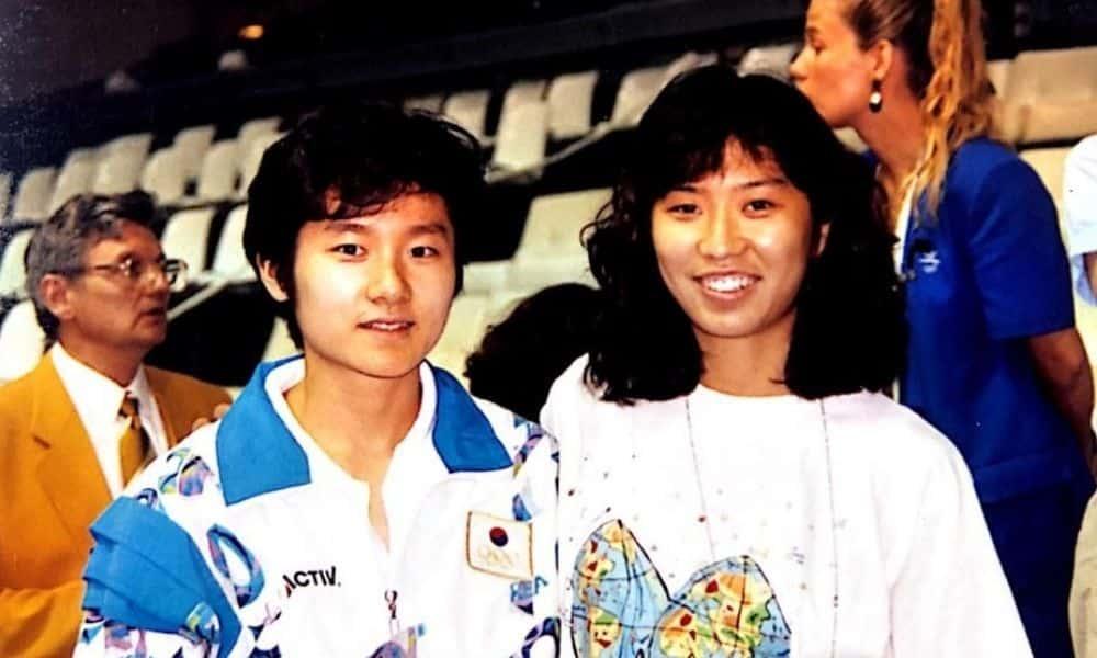 Hyun Jung-hwa (campeã olímpica nas duplas em Seul-1988) e Monica Doti, ex-atleta e atualmente técnica