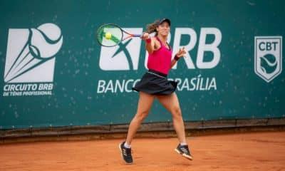 A tenista Luisa Stefani disputou seu primeiro jogo oficial em 2021 nesta terça-feira (5). A brasileira atuou pela primeira rodada da fase de qualificação do WTA 500 de Abu Dhabi, nos Emirados Árabes Unidos, na chave de simples. Em duelo contra a grega Valentini Grammatikopoulou, a atleta paulista foi derrotada por 2 sets a 1, parciais de 6/4, 1/6 e 6/1, em 1h40min de confronto.