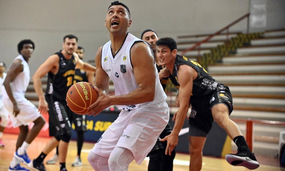 O pivô JP Batista foi um dos destaques da vitória do Minas (João Pires/LNB)