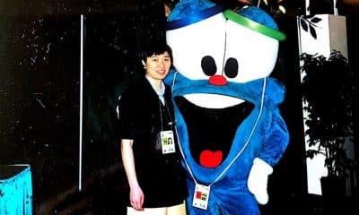 A ex-mesatenista Monica Doti,, atualmente técnica, em Atlanta-1996 ao lado do mascote Izzy