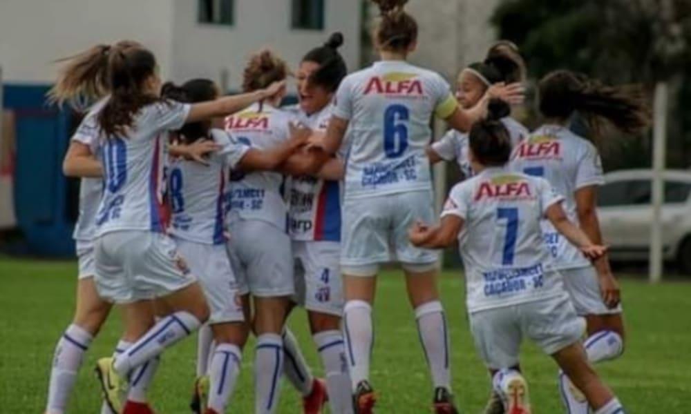 O Napoli está na decisão do Brasileiro Feminino A-2 (Instagram/anapolicacadorense)