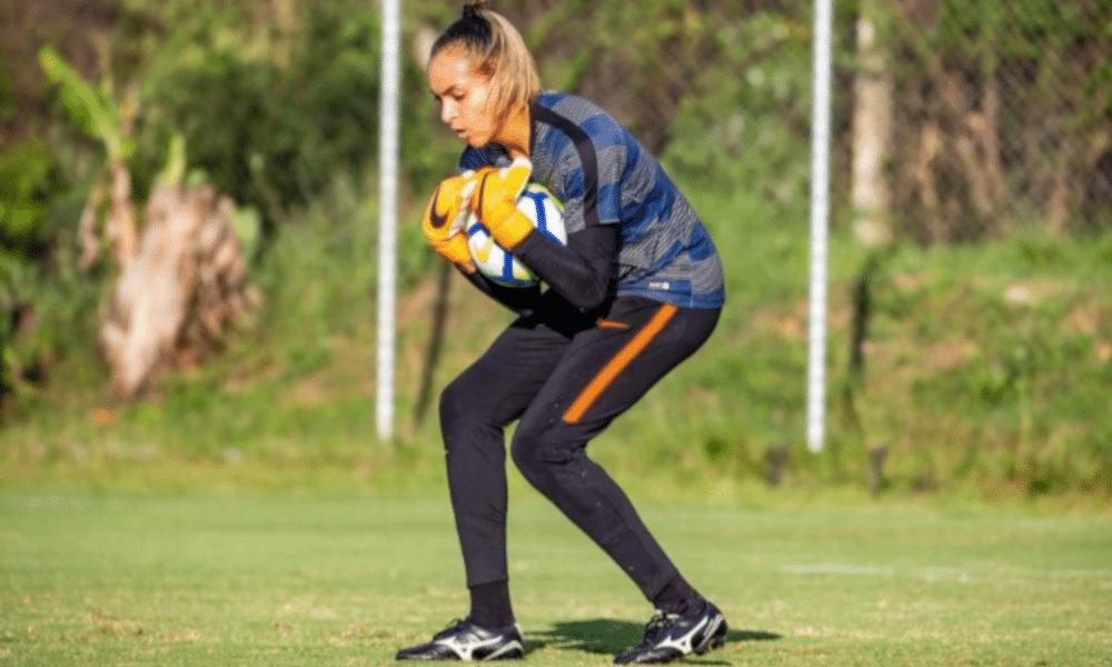 O Palmeiras acertou a contratação da quinta jogadora para o time de futebol feminino visando a temporada de 2021. Depois das atacantes Chú e Dandara, da meio-campista Rafa Andrade e da zagueira Karol Arcanjo, as Palestrinas terão em seu elenco a goleira Taty Amaro, jogadora que defendeu o Corinthians em 2020.