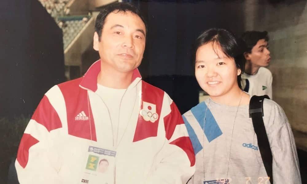 Mitsuo Tsukahara (esq.) técnico da seleção de Ginástica Artística do Japão em Barcelona-1992 e Lyanne Kosaka (mesatenista brasileira)