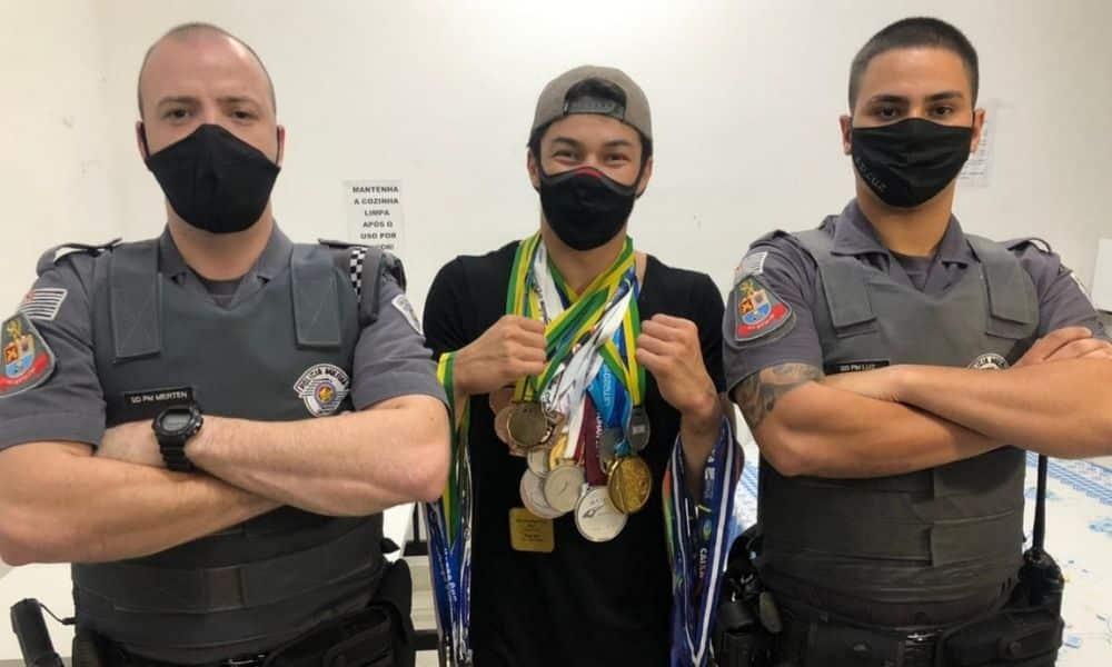 arthur nory com as medalhas recuperadas