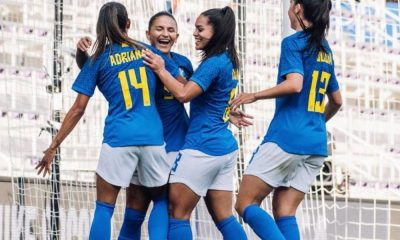 debinha comemora brasil x canadá torneio she believes