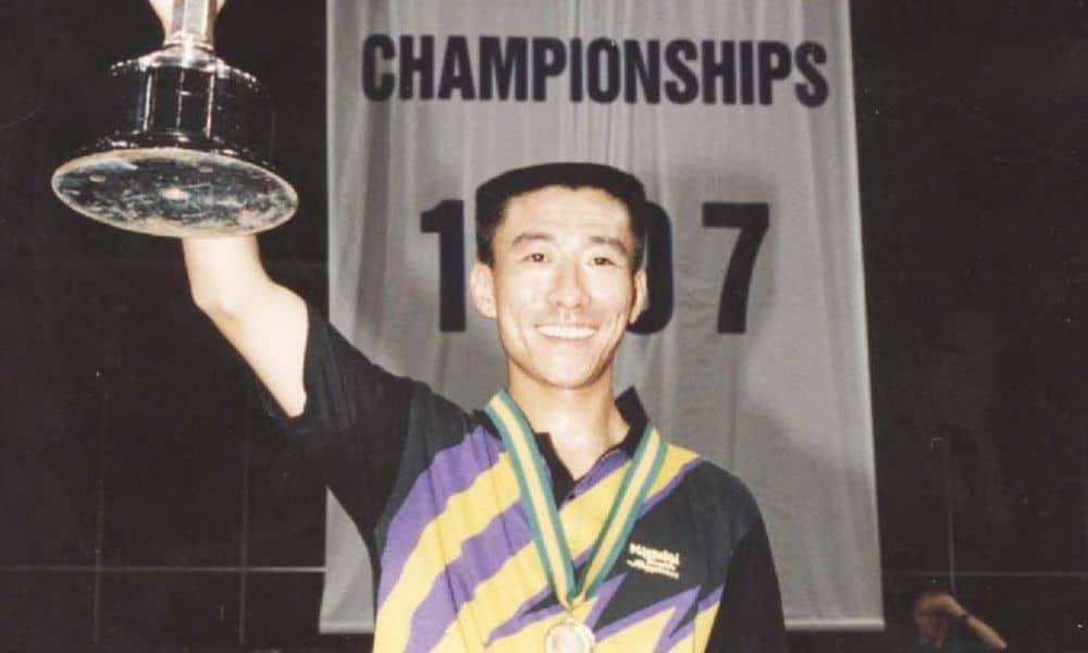 Ding Song, campeão por equipes no Mundial de tênis de mesa de 1995
