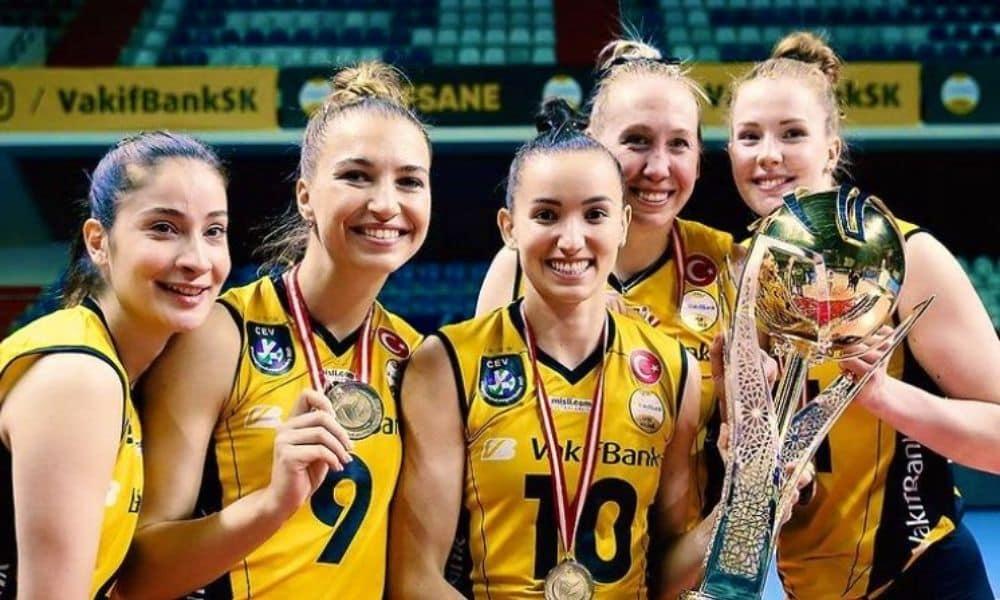 Gabi campeã da Copa da Turquia de vôlei feminino