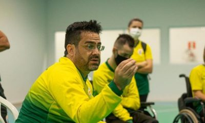 O coordenador técnico da seleção brasileira de bocha, Moisés Fabrício Cruz, orienta os atletas durante treino no CTP, em São Paulo - Igor Goulart : ANDE: Divulgação