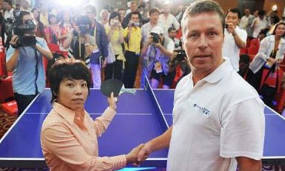 Deng Yaping e Jan-Ove Waldner em evento promocional em Pequim-2008