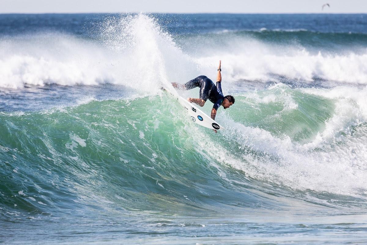 Deivid Silva foi o quinto na última etapa do Mundial de Surfe
