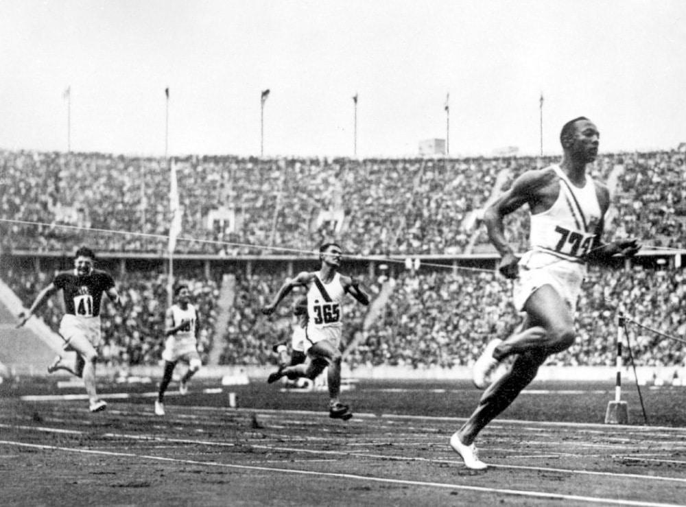 Jesse Owens no 4x100m em 1936