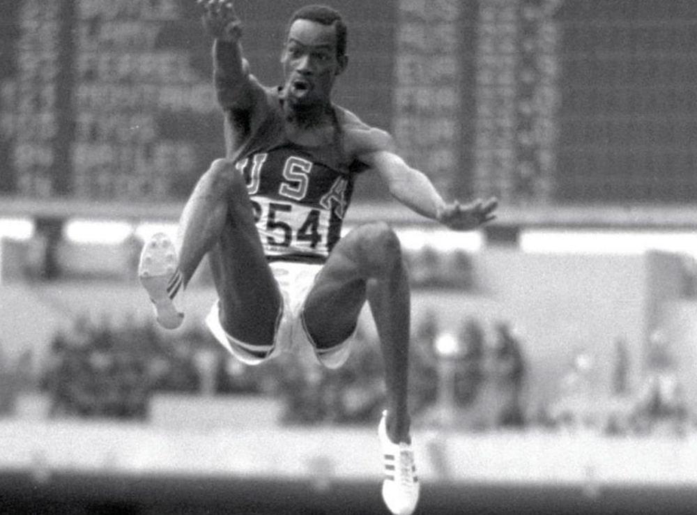 Bob Beamon no salto em distância masculino
