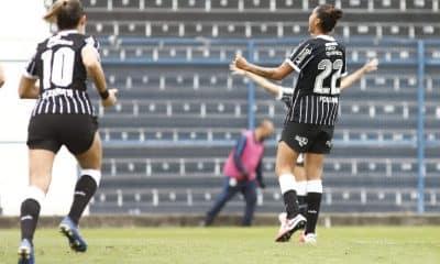 Corinthians bate Bahia, chega à nona vitória e mantém ponta do Brasileirão