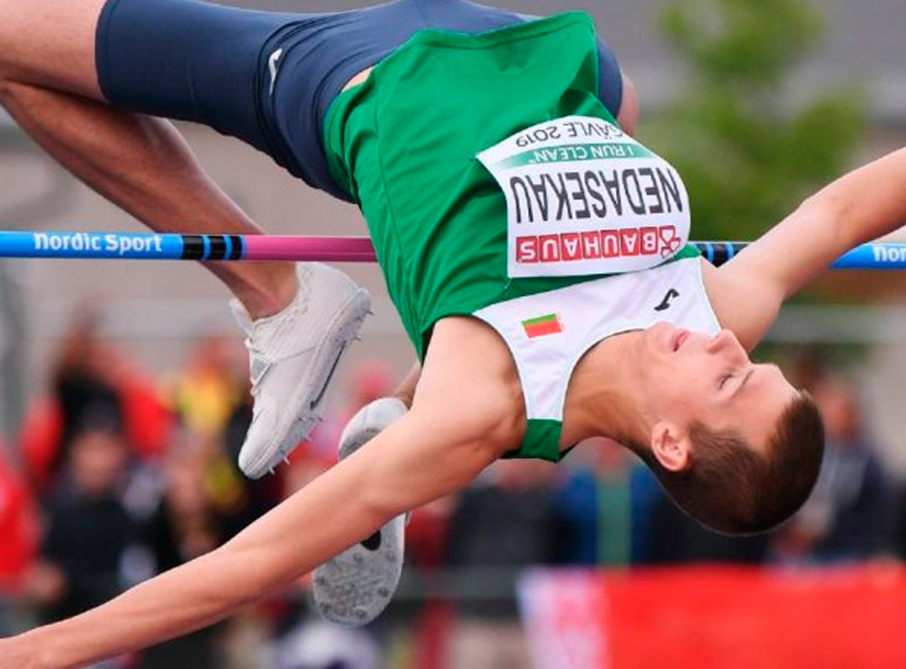 Maksim Nedasekau em salto em altura nos Jogos
