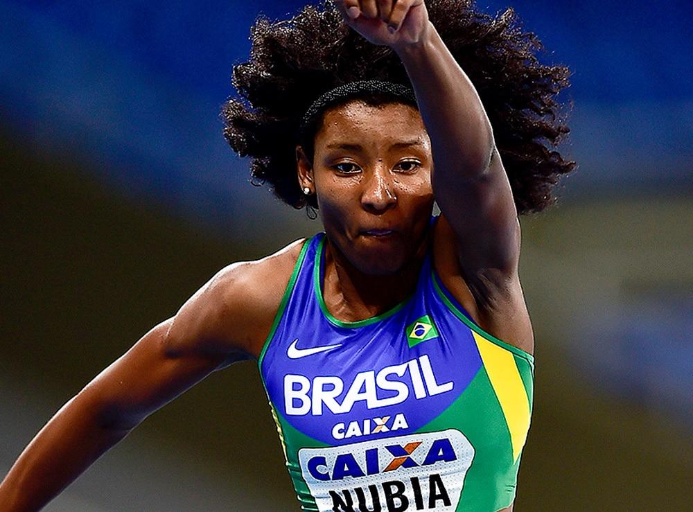 Núbia Soares no salto triplo feminino