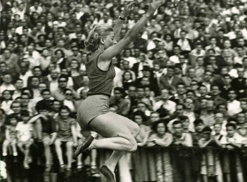 Olga Gyarmati no salto em distância feminino em Tóquio-2020