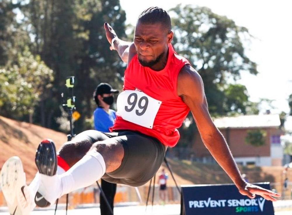 Samory Uiki no salto em distância masculino
