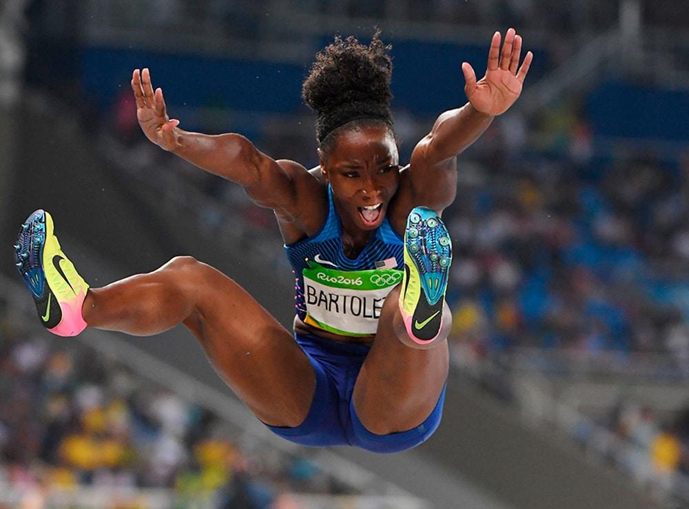 Tianna Bartoletta no salto em distância feminino em Tóquio-2020