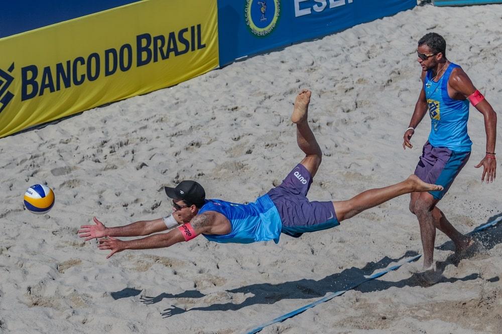 Vitória de Guto e Arthur Mariano foi no tie-break  vôlei de praia