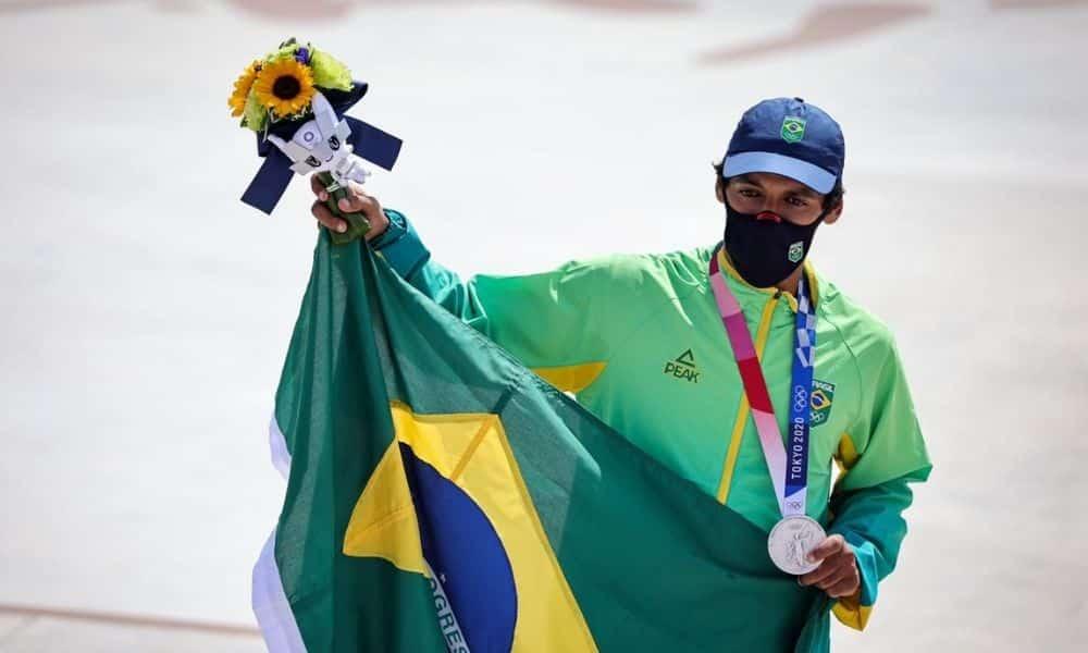 Kelvin Hoefler skate medalha de prata Jogos Olímpicos de Tóquio