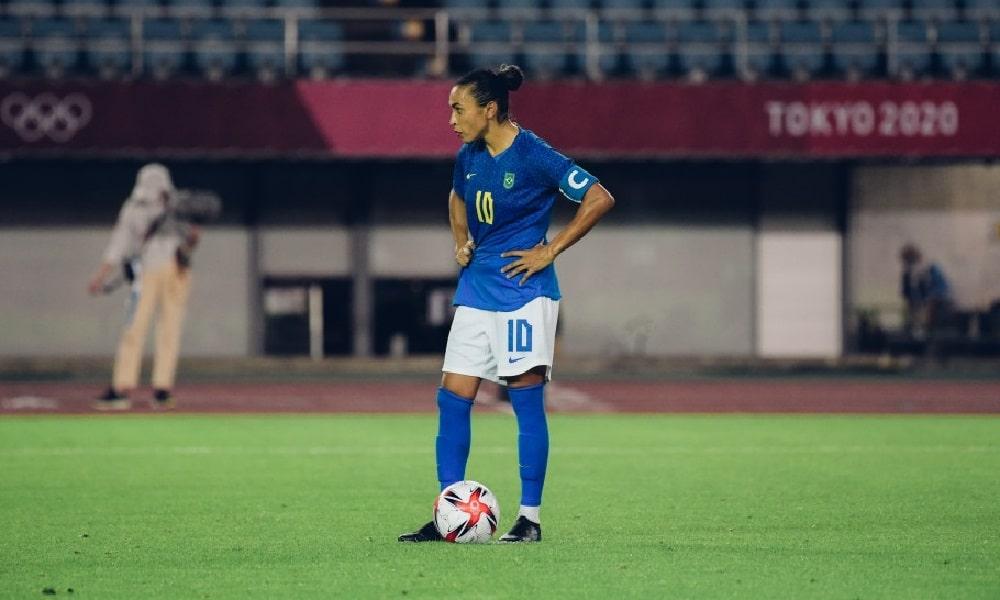 Pela Seleção, Marta marcou de pênalti contra a Holanda, no empate em 3 a 3 nos Jogos Olímpicos