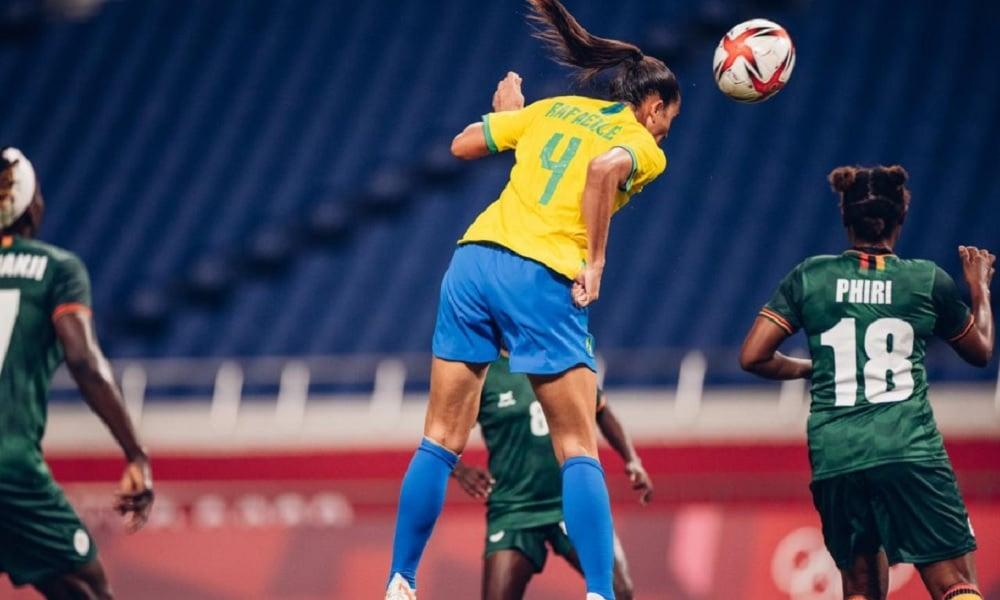 Rafaelle em ação pela Seleção, na vitória por 1 a 0 sobre Zâmbia, pelos Jogos Olímpicos de Tóquio 2020