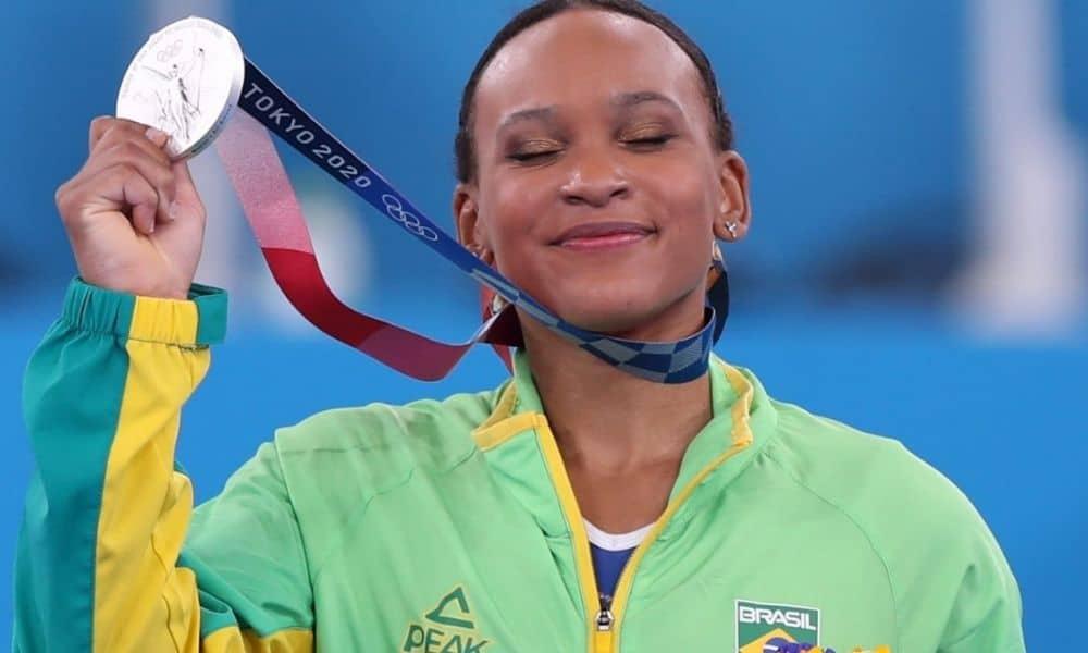 Rebeca Andrade é prata e conquista 1ª medalha da ginástica feminina do  Brasil