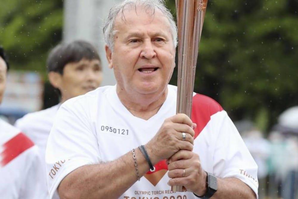 Zico tocha olímpico