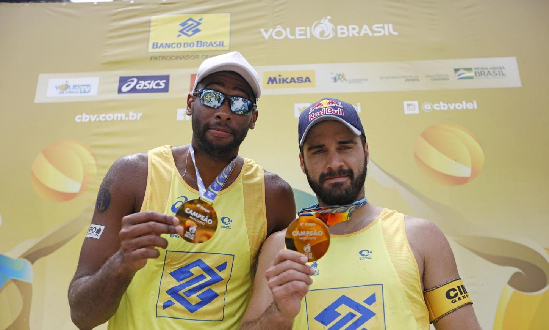 Evandro e Bruno Schmidt vôlei de praia Jogos Olímpicos Tóquio