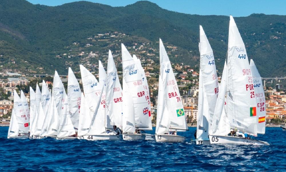 Pedro Corrêa e Isadora Dal Ri sobem três posições no Mundial Júnior da Classe 470