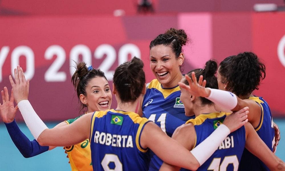 O Brasil. venceu fácil o Quênia por 3 sets a 0 e se classificou em primeiro do grupo A com 5 vitórias em cinco jogos. Adversário das quartas será a Rússia