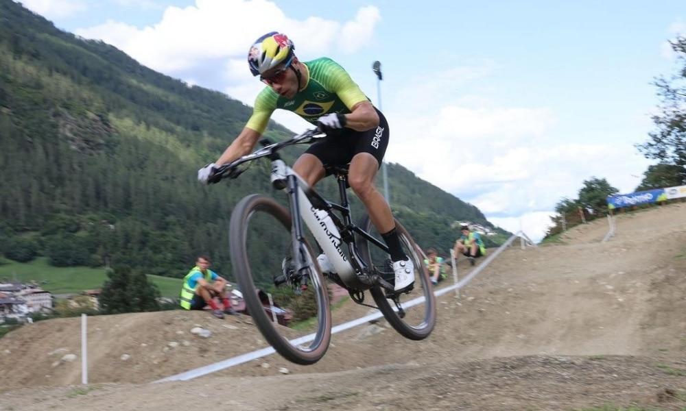 Henrique Avancini, Luiz Henrique Cocuzzi e Ulan Galinski avançam no XCC do Mundial de Mountain Bike