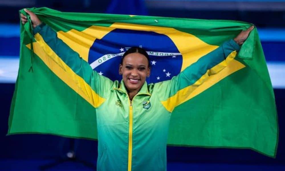 Rebeca Andrade - porta-bandeira - cerimônia de encerramento - Jogos olímpicos de Tóquio 2020