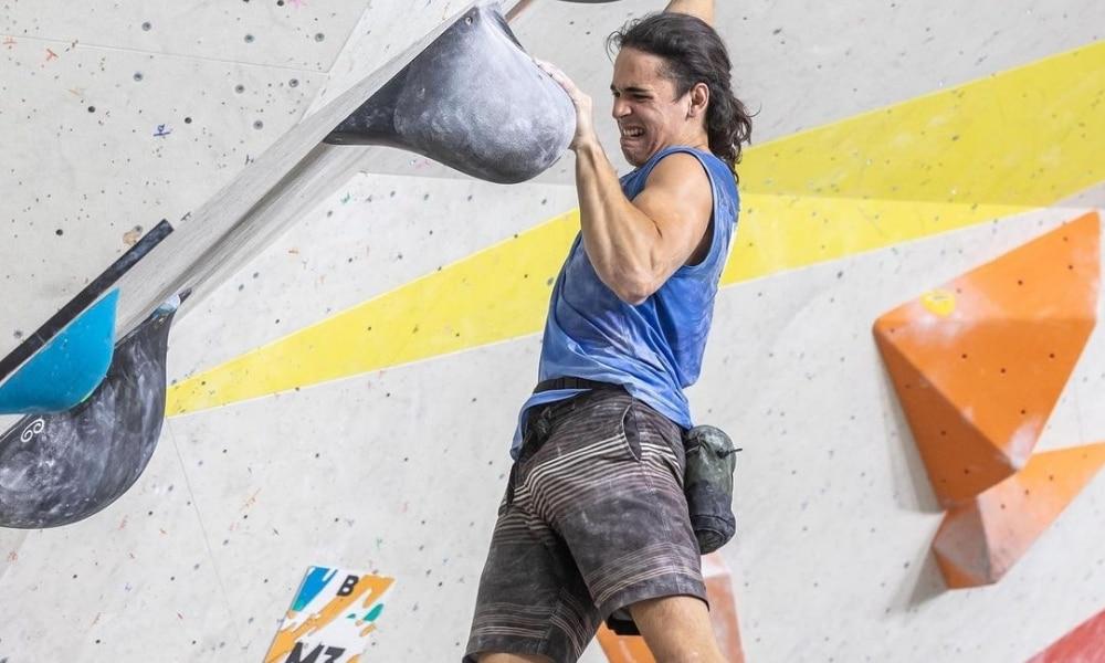 Samuel Silva e Mateus Bellotto avançam à semi do Mundial Juvenil de escalada
