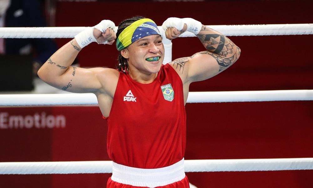 Bia Ferreira e Bárbara Santos vão brigar pelo ouro no Mundial Militar de boxe. Jucielen Romeu é bronze