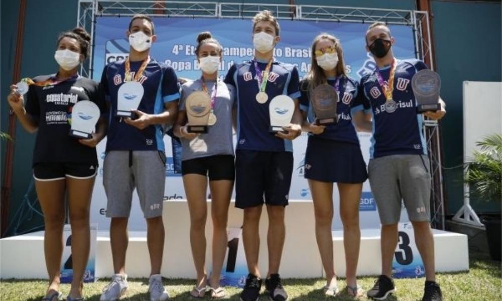 Viviane Jungblut e Luiz Loureiro são campeões do Brasileiro de maratonas aquáticas
