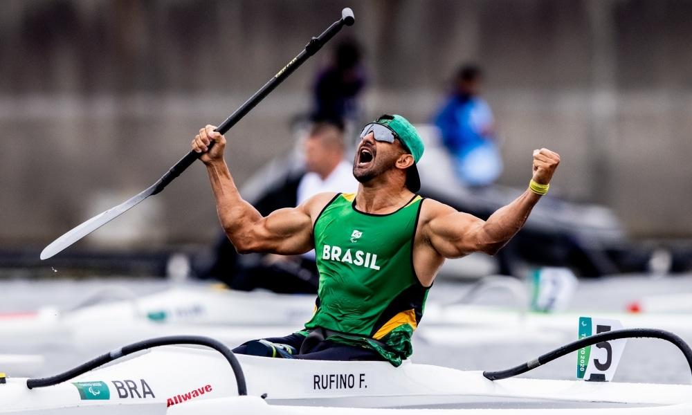Fernando Rufino é campeão no Mundial de paracanoagem velocidade e Debora Benevides é bronze