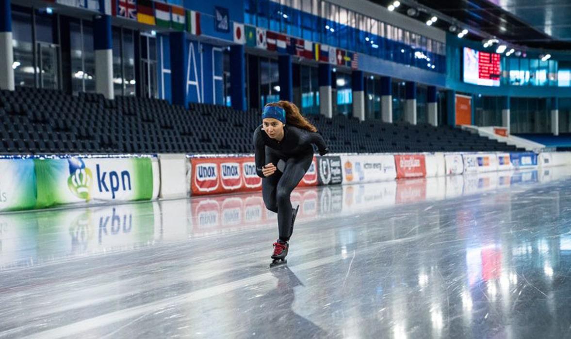 Larissa Paes em sua primeira prova na patinação de velocidade no gelo