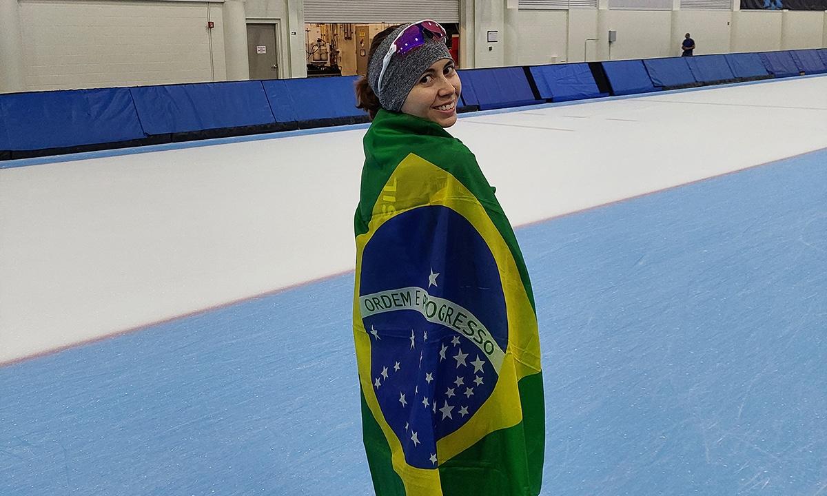 Larissa Paes segue na disputa por uma vaga olímpica na patinação de velocidade