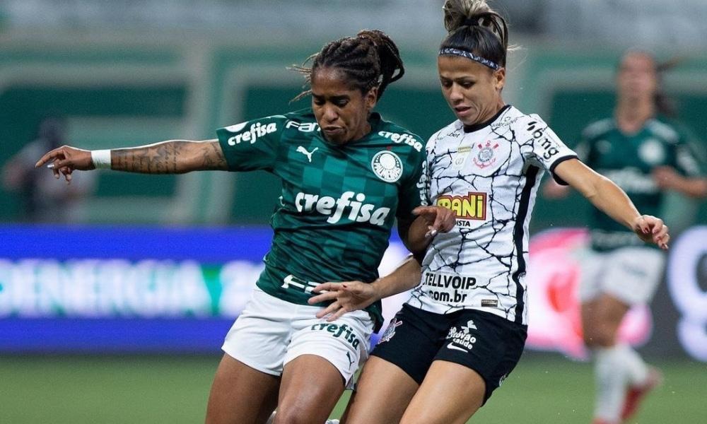Palmeiras e Corinthians duelam pelo Paulistão Feminino
