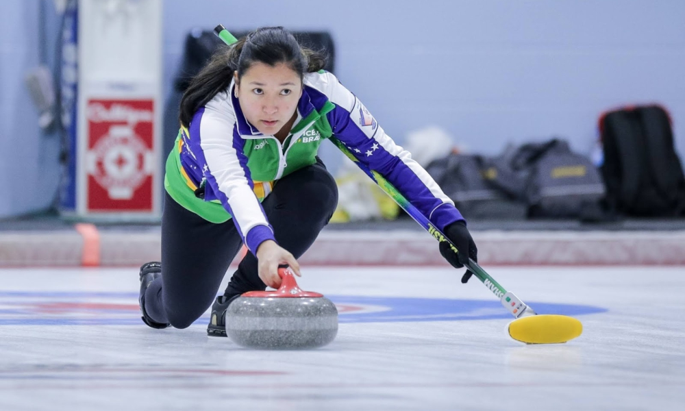 Anne Shibuya e Scott McMullan representam o Brasil nas duplas mistas no Classificatório para o Pré-Olímpico de curling