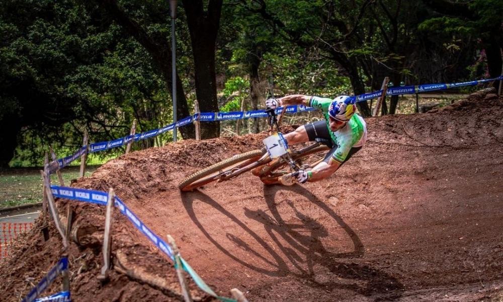 Henrique Avancini e Karen Olímpio vencem short track na etapa de Araxá da Copa Internacional de Mountain Bike