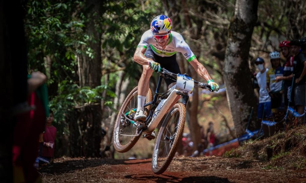 Henrique Avancini vence etapa de Araxá da Copa Internacional de mountain bike
